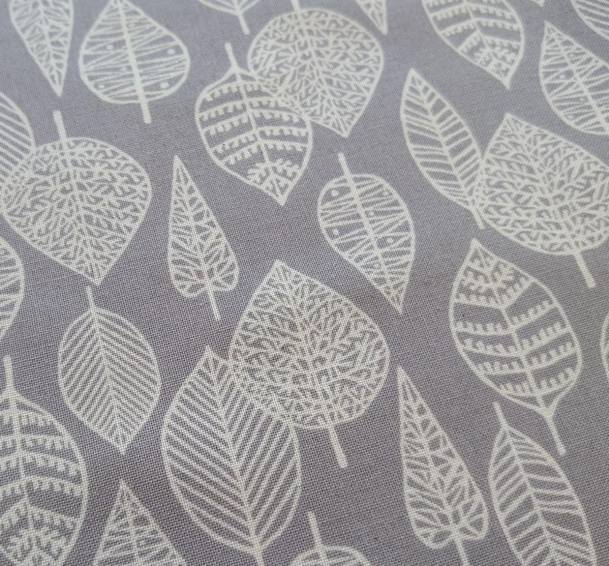 シーチング生地 日本製 小さめ透かしリーフ 葉っぱ 北欧調 110×50cm