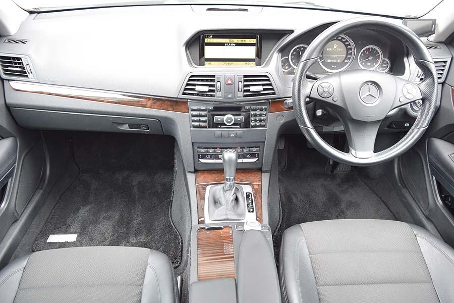 「人気のホワイトカラー 正規ディーラー車 メルセデスベンツ E250クーペ CGI ブルーエフィシェンシー 車検R4年9月 【全車輌消毒消臭済】」の画像3
