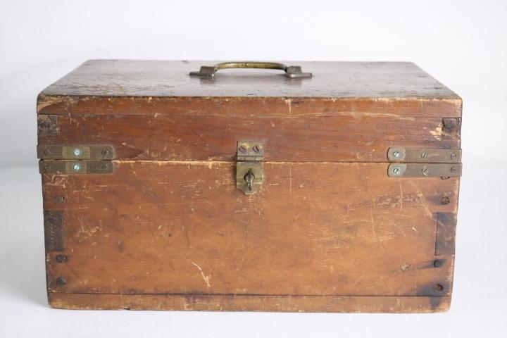 TB526真鍮金具の木箱 ビンテージ ウッドボックス◇小箱/BOX/収納/道具箱/小物入れ/インテリア/雑貨/容器/シャビー/古道具タグボート_画像2