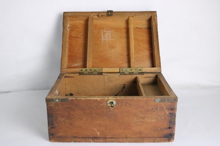 TB526真鍮金具の木箱 ビンテージ ウッドボックス◇小箱/BOX/収納/道具箱/小物入れ/インテリア/雑貨/容器/シャビー/古道具タグボート_画像3
