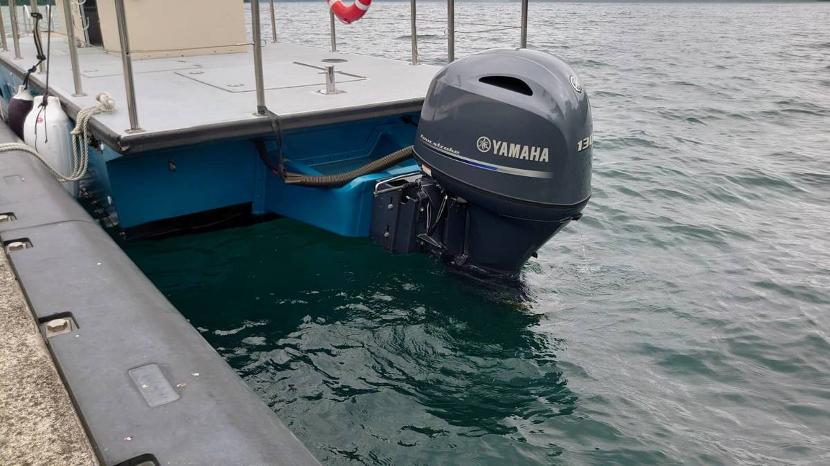 「2021年製 ヤマハF130搭載オイルスキマーボート 淡水湖で仕様 元米海軍オイル回収船」の画像3