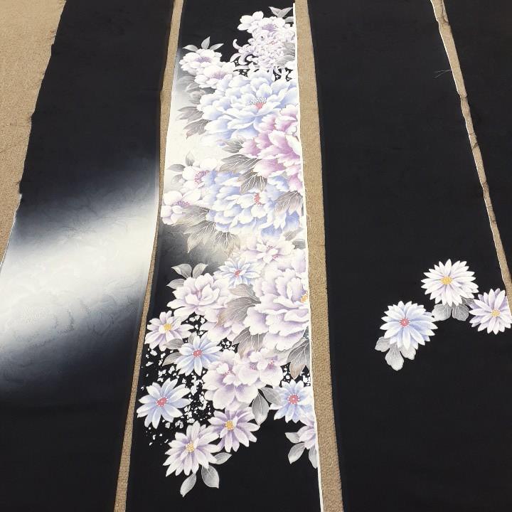 専用です。正絹 91703 黒色 花柄 菊 シルク4枚 はぎれ ハギレ リメイク ハンドメイド