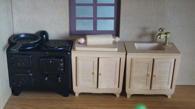 bb16 当時物 エポック社 シルバニアファミリー ハウス 家 レトロ 玩具 箱 家具 人形 小物付き_画像4