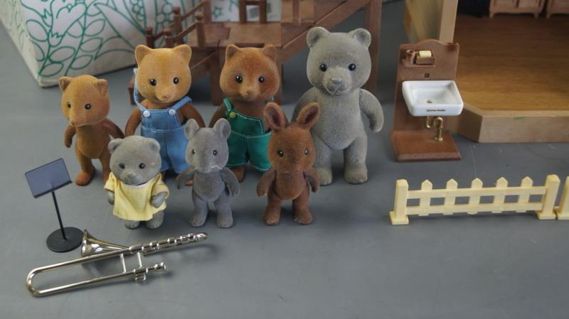 bb16 当時物 エポック社 シルバニアファミリー ハウス 家 レトロ 玩具 箱 家具 人形 小物付き_画像7