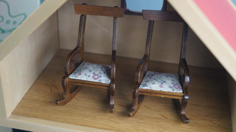 bb16 当時物 エポック社 シルバニアファミリー ハウス 家 レトロ 玩具 箱 家具 人形 小物付き_画像3