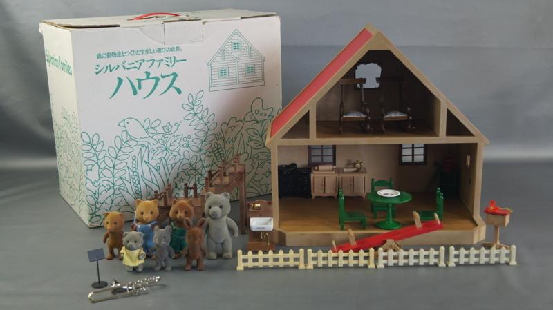 bb16 当時物 エポック社 シルバニアファミリー ハウス 家 レトロ 玩具 箱 家具 人形 小物付き_画像1