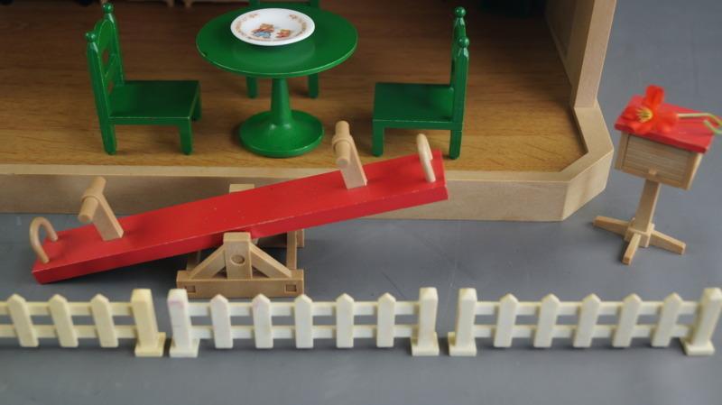 bb16 当時物 エポック社 シルバニアファミリー ハウス 家 レトロ 玩具 箱 家具 人形 小物付き_画像6