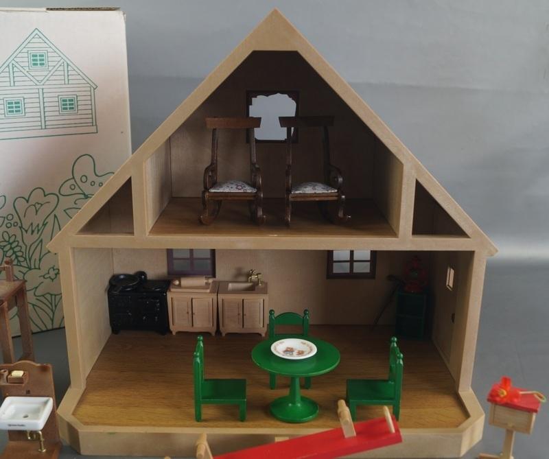 bb16 当時物 エポック社 シルバニアファミリー ハウス 家 レトロ 玩具 箱 家具 人形 小物付き_画像2