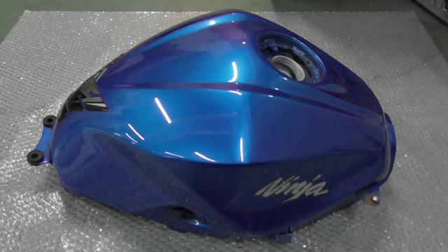 ニンジャ Ninja 250 EX250L-A28xxx の タンク 傷 凹み *1631165509 中古_画像2