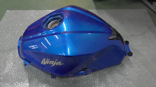 ニンジャ Ninja 250 EX250L-A28xxx の タンク 傷 凹み *1631165509 中古_画像8