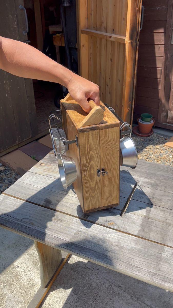 アウトドアキャンプバーベキュー調味料スパイスボックス キッチンスパイスラック お洒落大容量 シェラカップハンガー付き