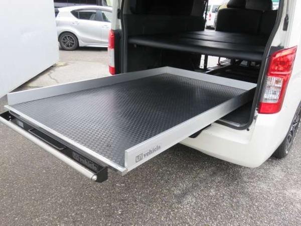 「NV350キャラバン 2.5 プレミアムGX ロングボディ ディーゼルターボ 4WD スライドフロア ベッドキット」の画像2