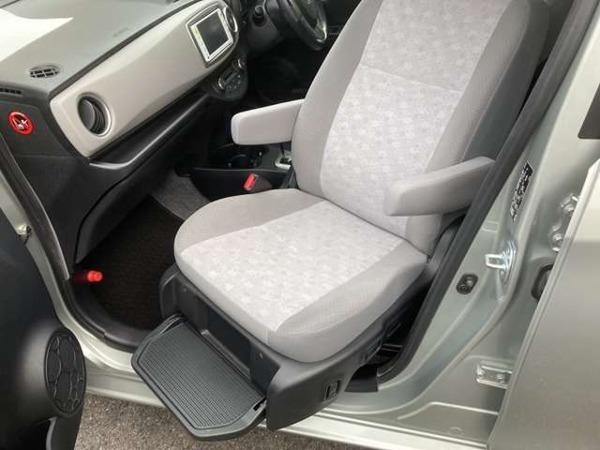「ヴィッツ 1.3 U ウェルキャブ 助手席回転スライドシート車 Aタイプ プッシュスタート タイヤ4本新品」の画像3