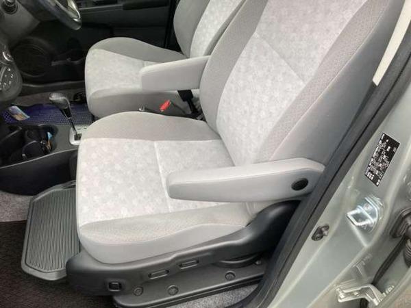 「ヴィッツ 1.3 U ウェルキャブ 助手席回転スライドシート車 Aタイプ プッシュスタート タイヤ4本新品」の画像2