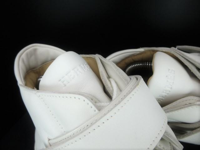 ◆本物保証◆エルメス◆HERMES◆メンズ/ハイカット/スニーカー/レザー/シューズ/靴/革靴/ホワイト/白革/くつ/27㎝前後(43)☆★新品同様★☆_カーフレザーに刻印されたHERMESのロゴ!