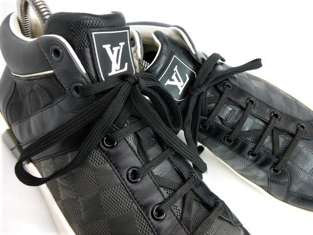 ◆本物保証◆ルイ・ヴィトン◆メンズ/ダミエ/ハイカット/スニーカー/レザー/シューズ/革靴/くつ/黒/ブラック/26~26.5㎝☆★美品★☆_豪華なダミエレザーにLVイニシャルのタグ♪