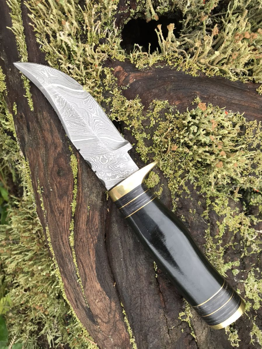 ダマスカス鋼 アウトドア用 ナイフ 硬度55-60HRC 刃渡り10センチ 手のひらサイズ 専用鞘付き ハンドル 黒