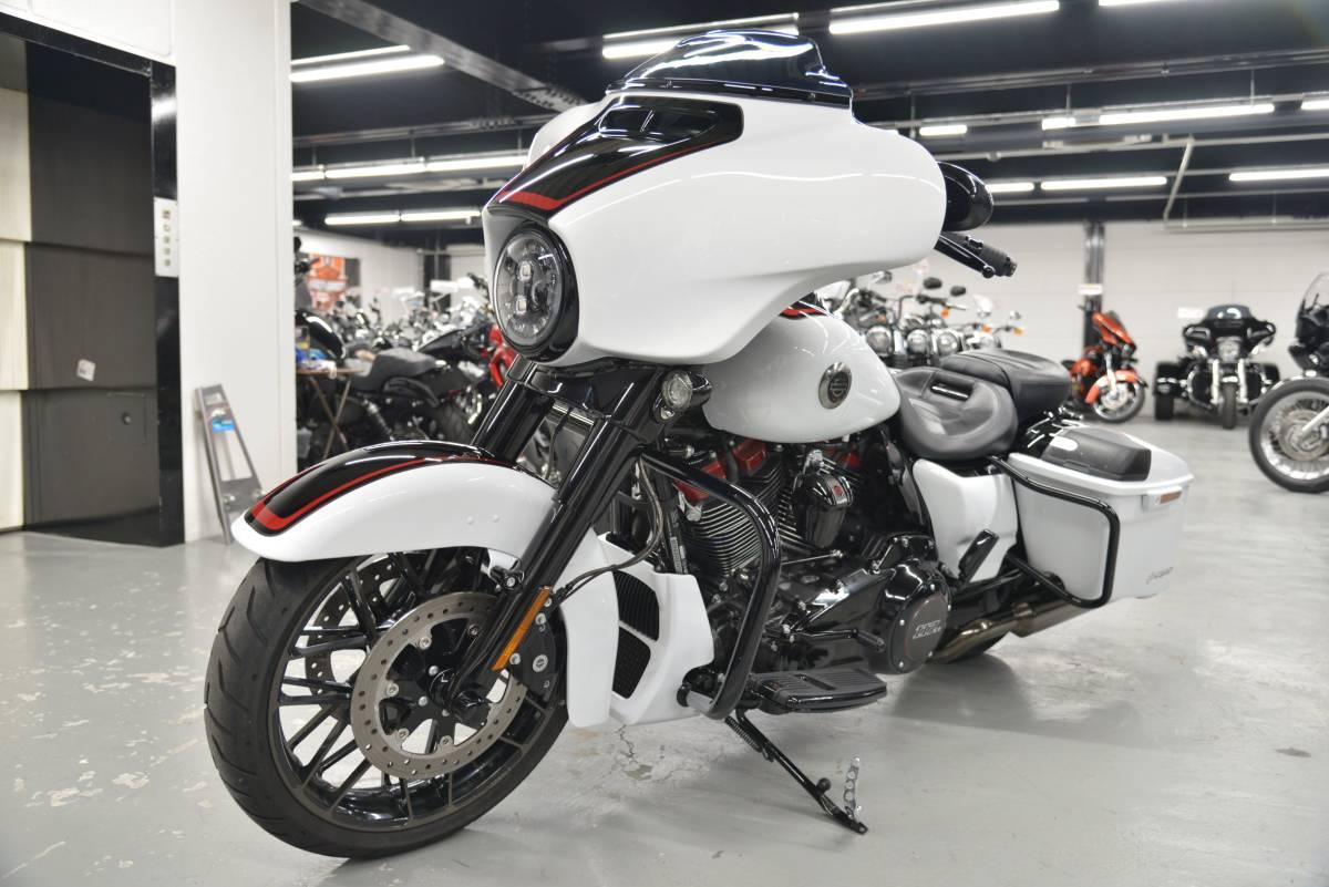「〇ハーレーダビッドソン FLHXSE CVO ストリートグライド 2021年 3,106キロ ワンオーナー 諸費用込439.98万 +全国送料8.000円ケーズバイク」の画像3
