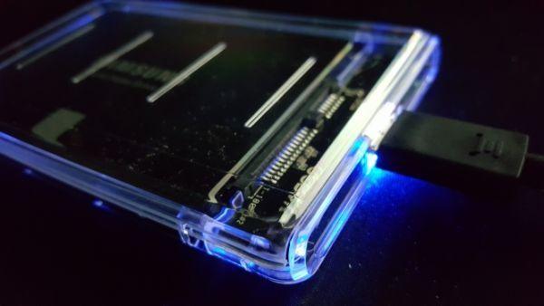 新品良品即決■送料無料 2.5インチHDD/SSDケースUSB3.0透明外付け HDD UASP対応 sata3.0接続 9.5mm/7mm厚両対応ポータブルUSB SATA