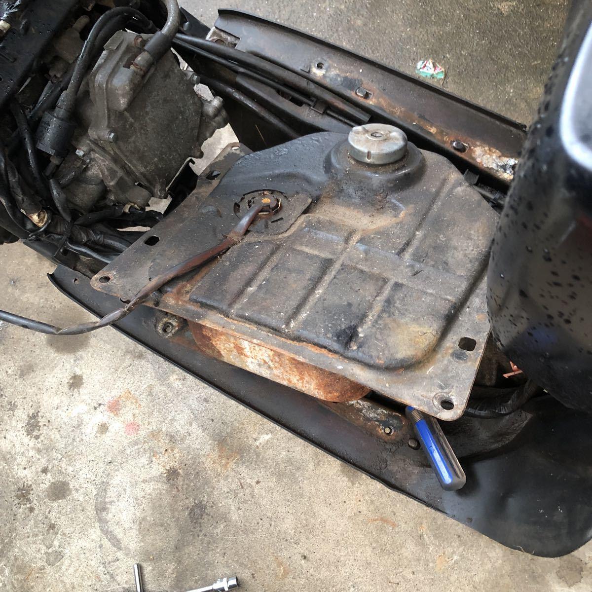 「鹿児島発 ホンダズーマー 不動ベース車両 新品パーツ付きでエンジン実働でした 要修理です」の画像2