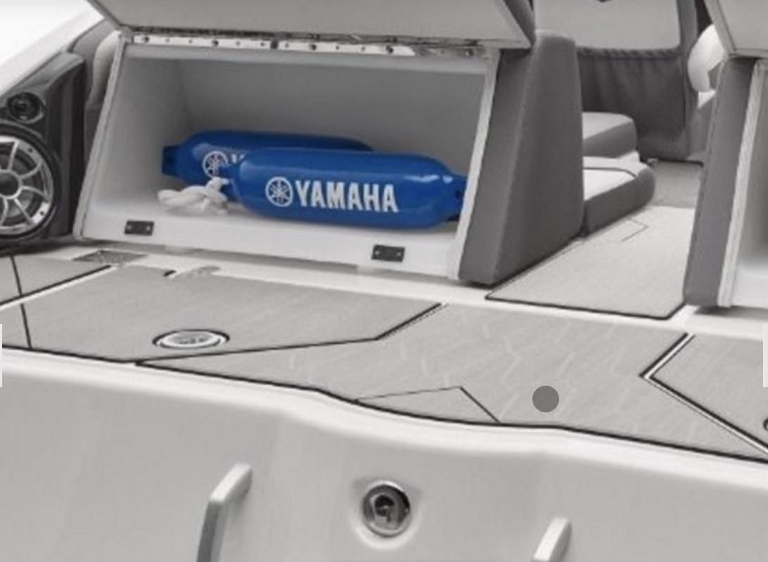「新着情報!! 2022年モデル YAMAHA252XEホワイト新艇輸入艇!!(USA)消費税込みの特別価格!!今回限り超激安プライス!!」の画像3