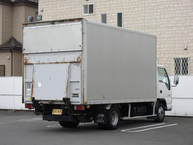「平成15年 いすゞ エルフ 2t積・ワイドロング・6MT・ゲート付き@車選びドットコム」の画像3