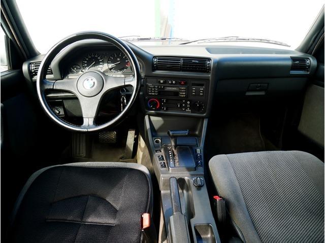 「返金保証付:1991年 BMW325iツーリング オールペン済 天井張替え済 タイヤ新品交換済 エンジンOH済 足回り交換済み@車選びドットコム」の画像3