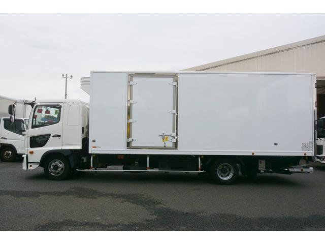 「4トン 「ワイド ベッド付」 冷蔵冷凍車 格納パワーゲート付き サイドドア 積載2300kg リアエアサス 6.2m長 菱重製@車選びドットコム」の画像3