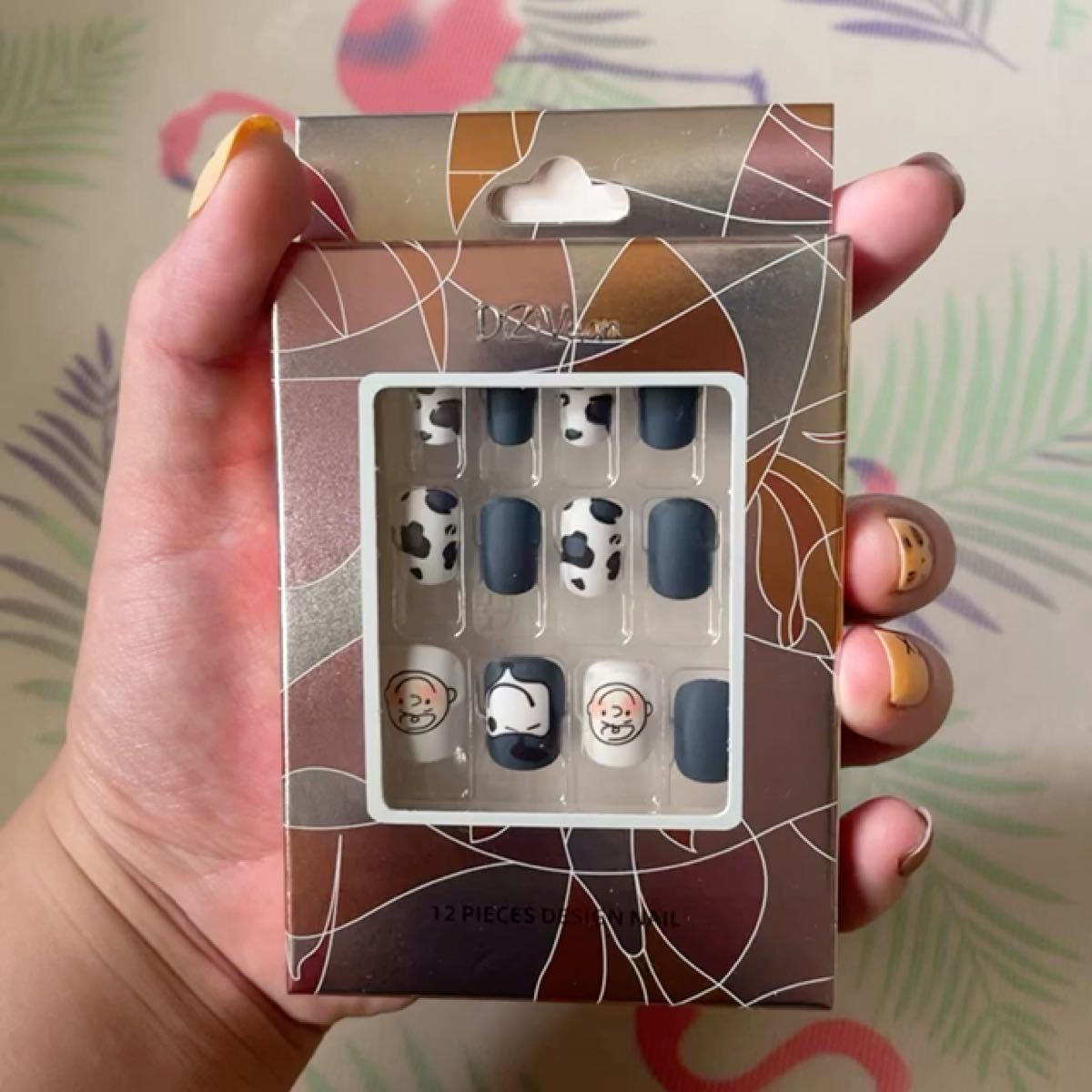 【当日発送】11種類ネイルチップ 超簡単付け爪 粘着グミ付く