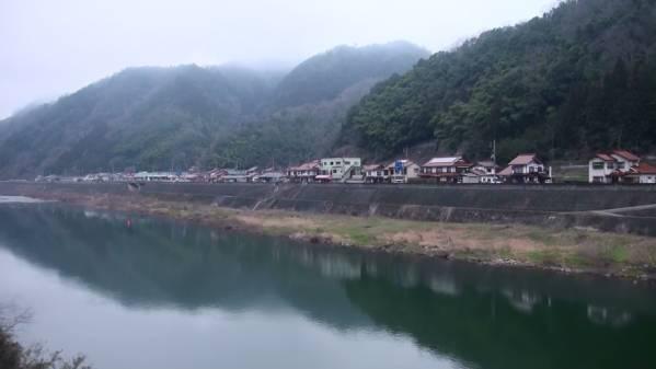 三江線422D 車窓 三次→江津 (字幕無/有BD-R DL1枚)_江の川沿いに走る
