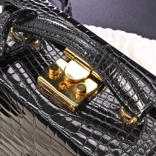 本物 極上品 バリー 最高級リアルクロコダイルレザー鍵付きスクエアバニティバッグ ブラック 2WAYクロコショルダーバッグ 保存袋付 BALLY_画像4