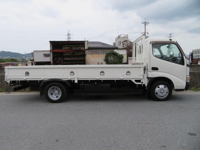 「平ボディ 日野 デュトロ BKG-XZU548M 2009年製 137000km 2トン 標準ロング 全低床 3ペダル 荷台塗装」の画像3
