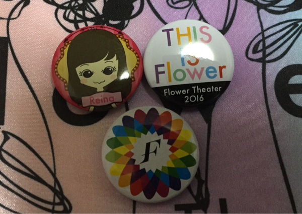 即決 THIS IS Flower Flower theater 缶バッジ 鷲尾伶菜★