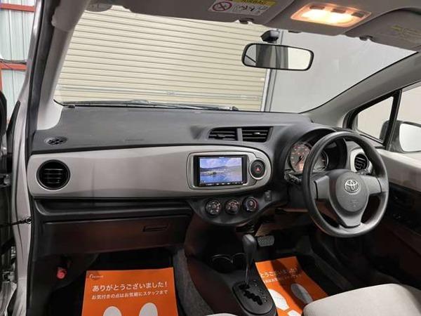 「ヴィッツ 1.3 F 4WD SDナビTV 寒冷地 買取 1年走行無制限保証付」の画像3