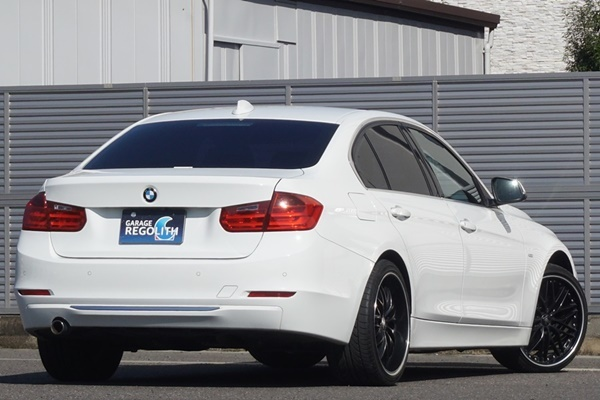 「BMW 320d ラグジュアリー 禁煙内外美車/機関良好/不具合&修復歴無し/車検R4年9月【黒革/ナビ/地デジTV/HID/ブルートゥース/ETC/Bカメラ】」の画像2