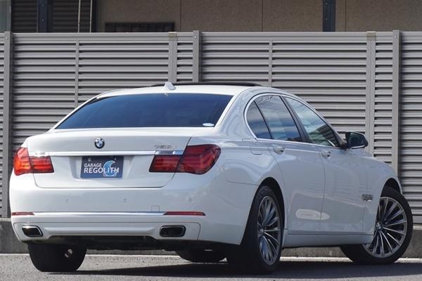 「後期 BMW 750i 禁煙美車/機関良好/修復歴無し/車検R5年10月【サンルーフ/19インチAW/HDDナビ/地デジTV/BT/黒革/360度カメラ/ETC/HUD/LED】」の画像2