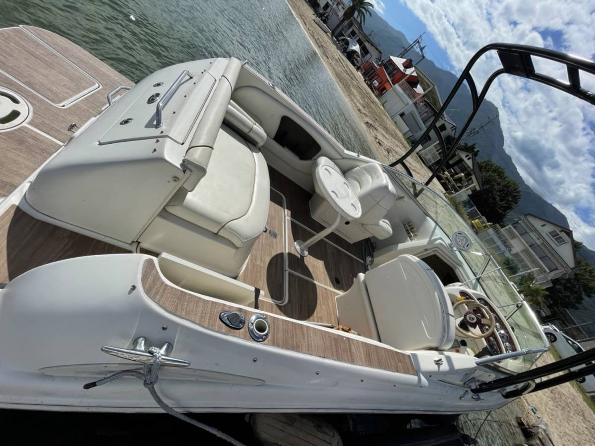 「シーレイ245ウィークエンダー 2005 個人 美艇 琵琶湖艇 内装ほぼ未使用 エンジンハイスペック載せ替え済み Sea Ray 245 Weekender 」の画像1