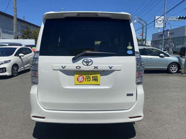 「平成22年 トヨタ ヴォクシー 2.0 ZS @車選びドットコム」の画像3