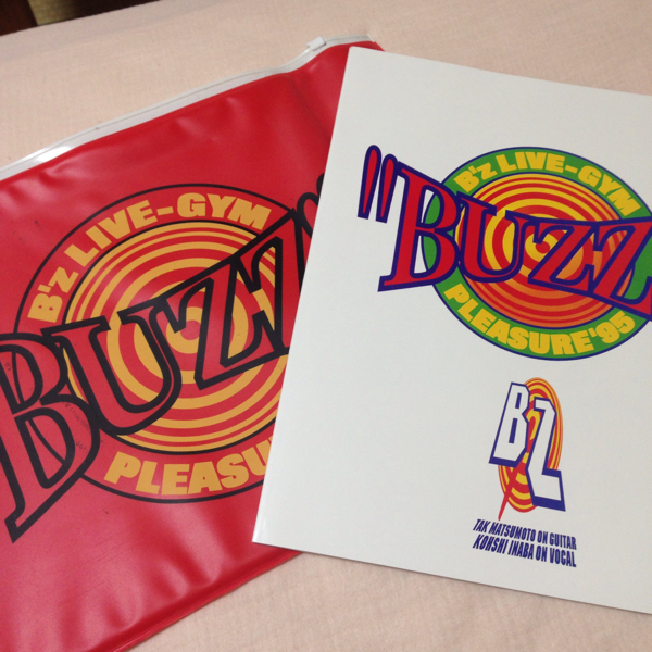 B'Z ツアーパンフレット BUZZ 稲葉浩志 ライブ コンサート ビーズ