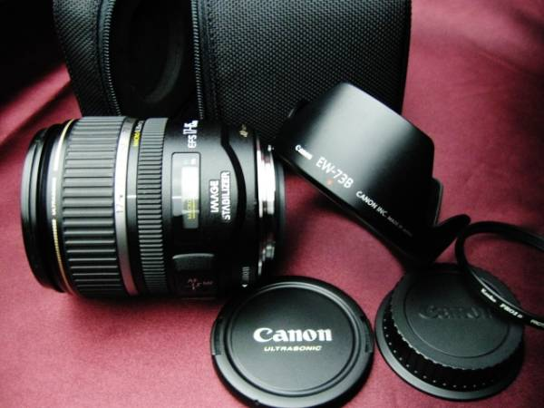 美品 Canon キャノン EF-S17-85mm F4-5.6 IS USM 手ブレ補正付② 35mm判換算27~136mm相当の標準域をカバー 軽量・コンパクトで旅行に最適_フード 純正前後キャップ ソフトケース付
