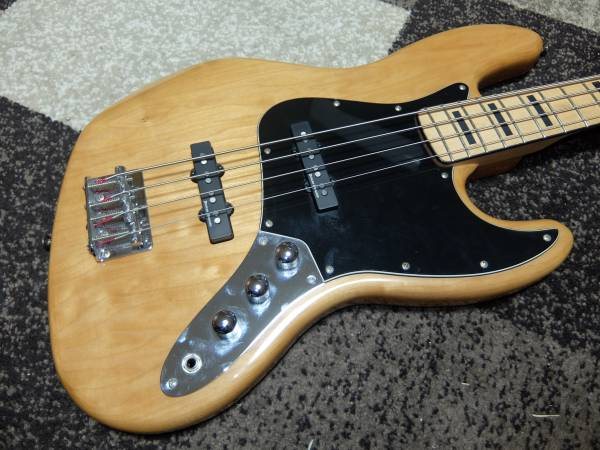 Squier by Fender / Vintage Modified Jazz Bass 70s