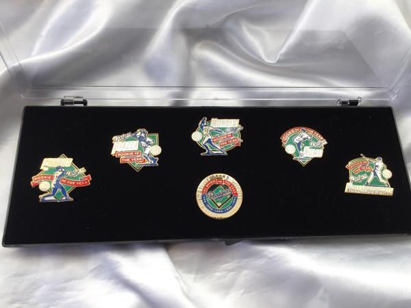【1セットのみ】野茂英雄 ドジャース 5年連続新人王記念ピンバッジ グッズの画像