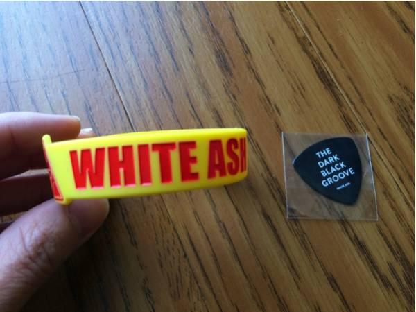 WHITE ASH 購入特典ラバーバンド+ピック