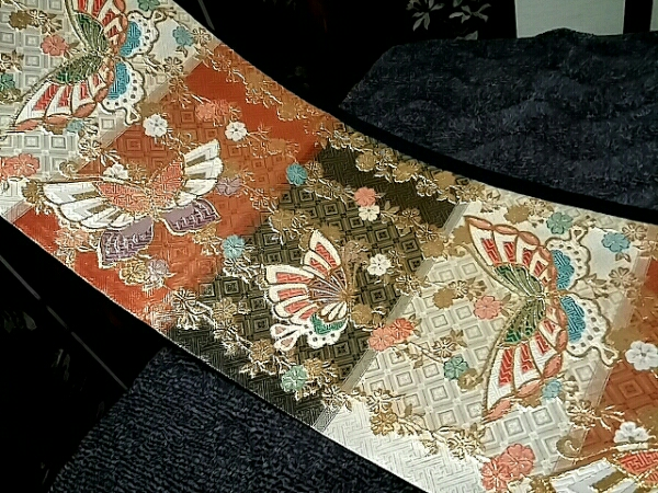 京近江◆初春極上SALE!◆御振袖に!枝垂れ桜胡蝶の舞!新品