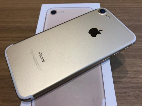 ジャンク品★au iPhone7 32GB ゴールド 送料無料_画像2