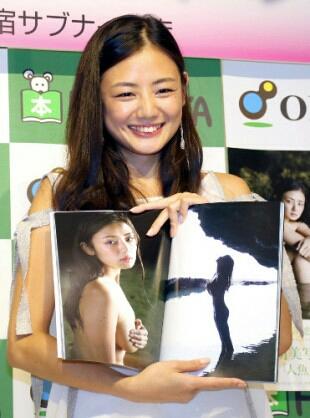 【初版帯付き直筆サイン入り】片山萌美さん写真集『人魚』