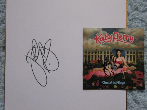 ◇ケイティペリー/KATY PERRY 直筆サイン入りCD&色紙! ライブグッズの画像