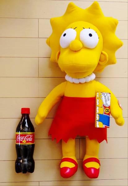特価!ザ・シンプソンズ 25周年記念 高さ約60cm 巨大なトーキング・ぬいぐるみ リサ・シンプソン The Simpsons Common Wealth社製_ペットボトルは比較用です。