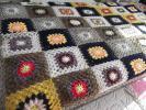 かぎ針編み モチーフつなぎのベッドカバー ちょっとシックな配色です。