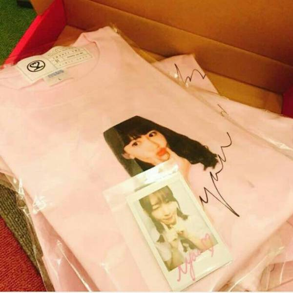 AKB48 小嶋陽菜 Homies 絆BOX Tシャツ サイン入チェキ sizeL